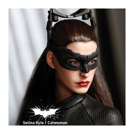 Selina Kyle – Catwoman ( Sixth Scale Figure by Hot Toys)