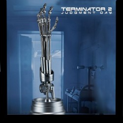 T-800 Endoskeleton Arm and Brain Chip (Collectible Set by Sideshow Collectibles)