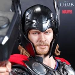Thor (Premium Format™ Figure)